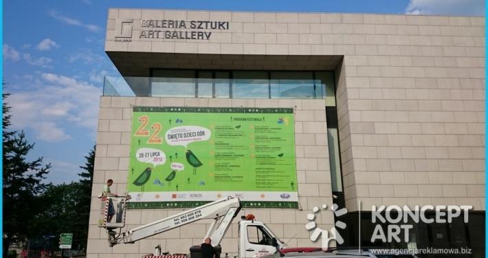 baner na elewacji galerii sztuki drukarnia wielkoformatowa nowy sącz bnery