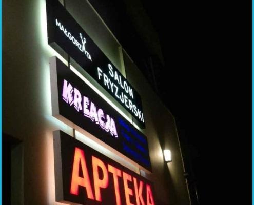 zdjęcie w nocy reklama świetlna kasetony nowy sącz